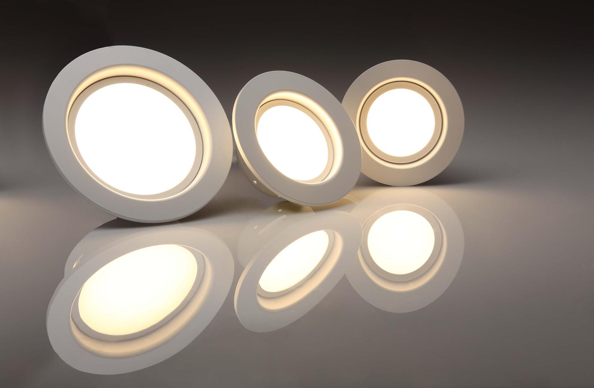 Ekspertyza dotycząca wartości ruchomości spółki produkującej oświetlenie dla potrzeb zabezpieczenia wierzytelności kredytowej